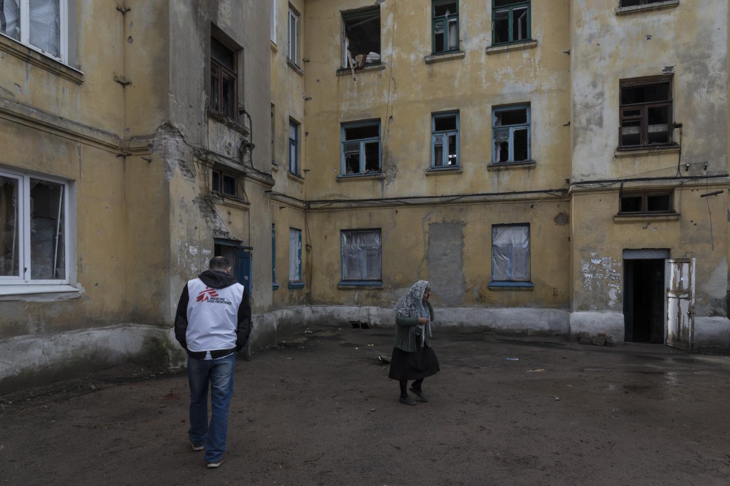 en ukraine debaltseve les gens vivent encore dans des maisons sans chauffage ni eau. Black Bedroom Furniture Sets. Home Design Ideas
