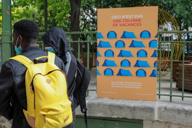 Installation du camp à Paris, près de la place de la République, juin 2020