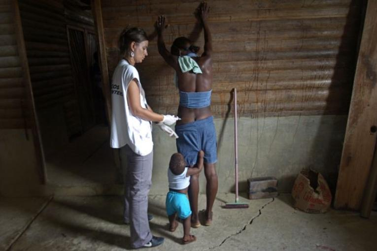 Contraception par injection lors d'un dispensaire mobile dans Buenaventura