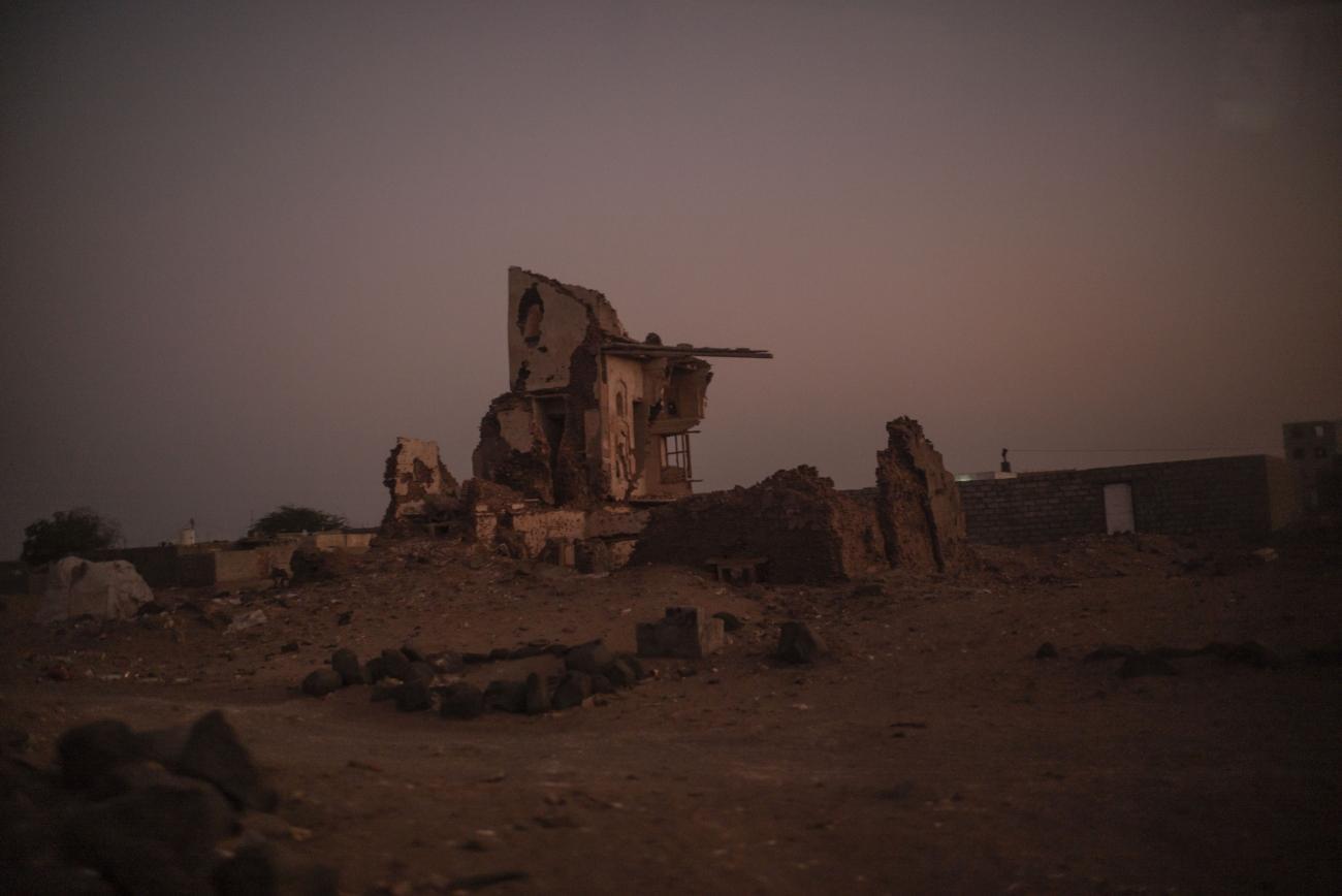 Yémen, novembre 2018. Un bâtiment en ruine de la ville de Mocha.  © Guillaume Binet / MYOP
