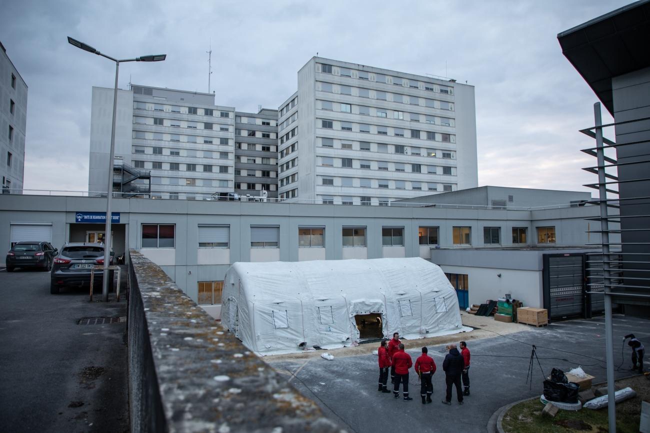 Le service de réanimation du CHU de Reims est actuellement occupé à 85%, tandis que des travaux d'agrandissement sont en cours. Reims, 4 avril 2020.  © Agnes Varraine-Leca/MSF
