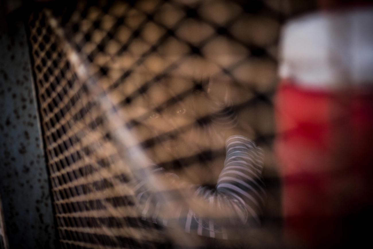 Un homme détenu dans le centre de détention d'Abu Salim.    © Guillaume Binet/Myop