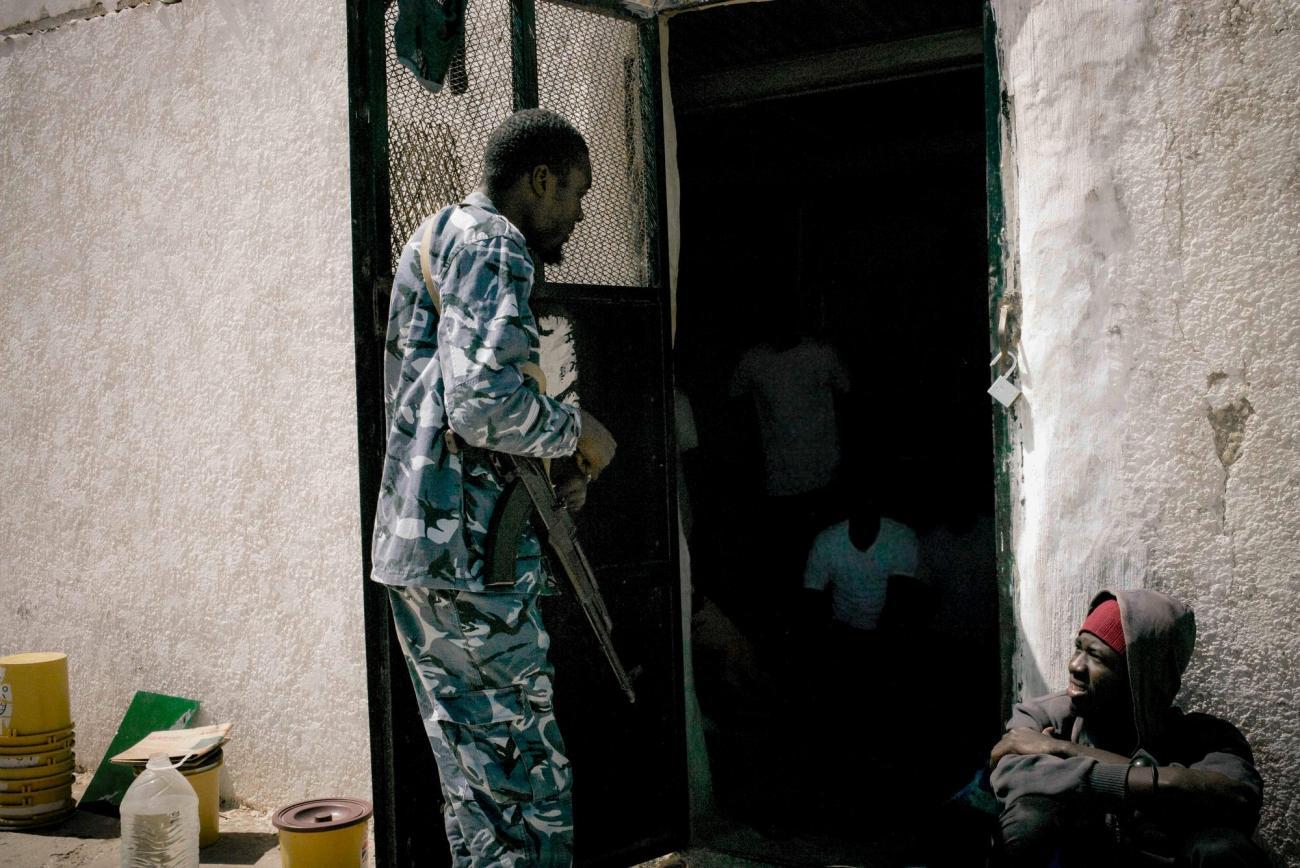 Un nouveau groupe de gardiens dans le centre de détention d'Abu Salim.    © Guillaume Binet/Myop