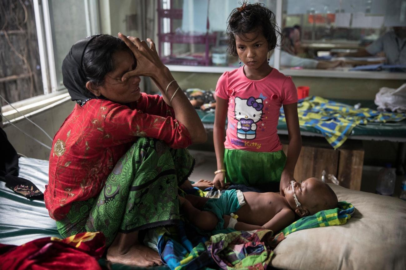Halima pleure car son fils âgé de huit mois souffre d'une pneumonie aiguë, structure médicale MSF.  © Paula Bronstein/Getty Images