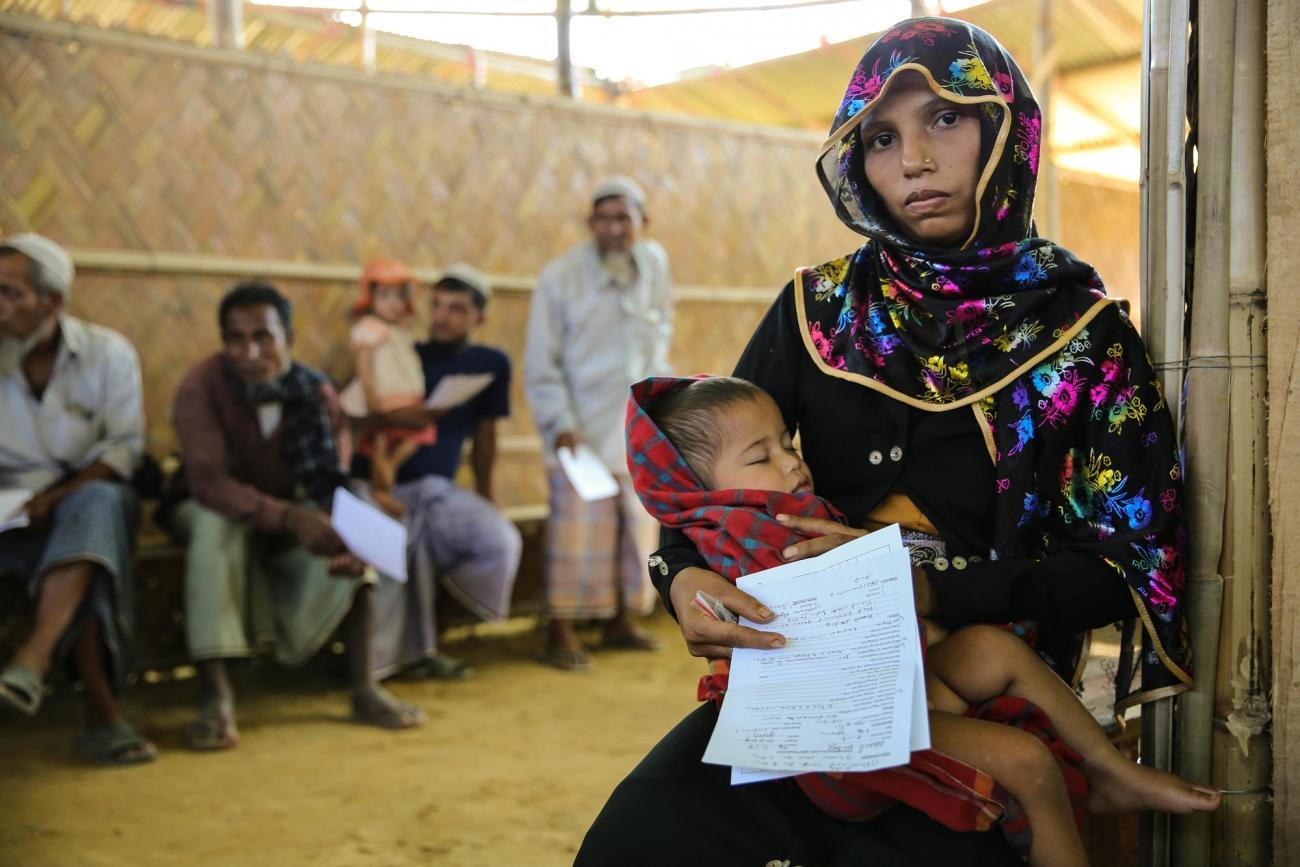 Um Kalsoum a perdu deux enfants lors des tueries du 25 août, seulAbdul Hafizagé de 18 mois à survécu.  © Mohammad Ghannam/MSF