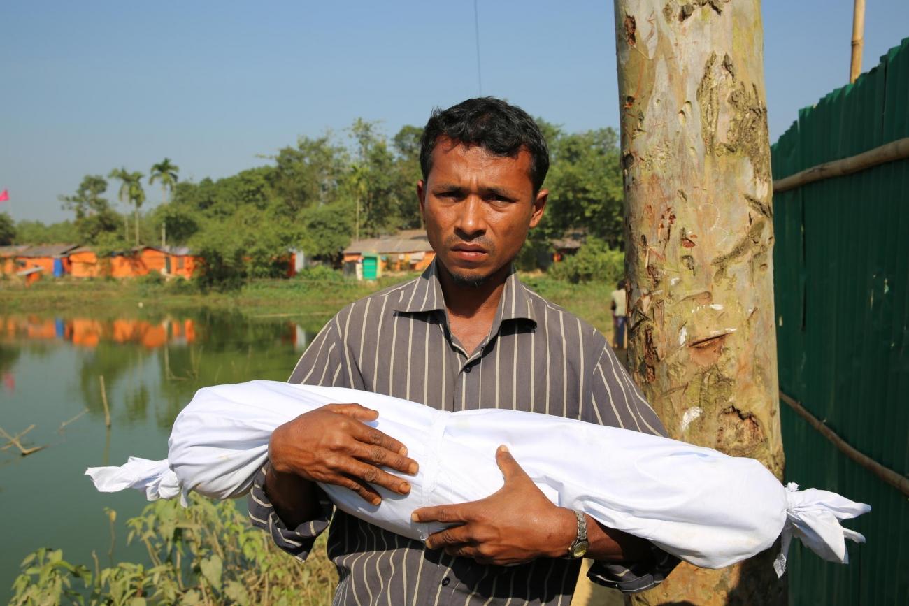 Rafik a perdu son fils Mohammad Ayoub, agé d'un an. Il est décédé d'une pneumonie dans le camps.  © Mohammad Ghannam/MSF