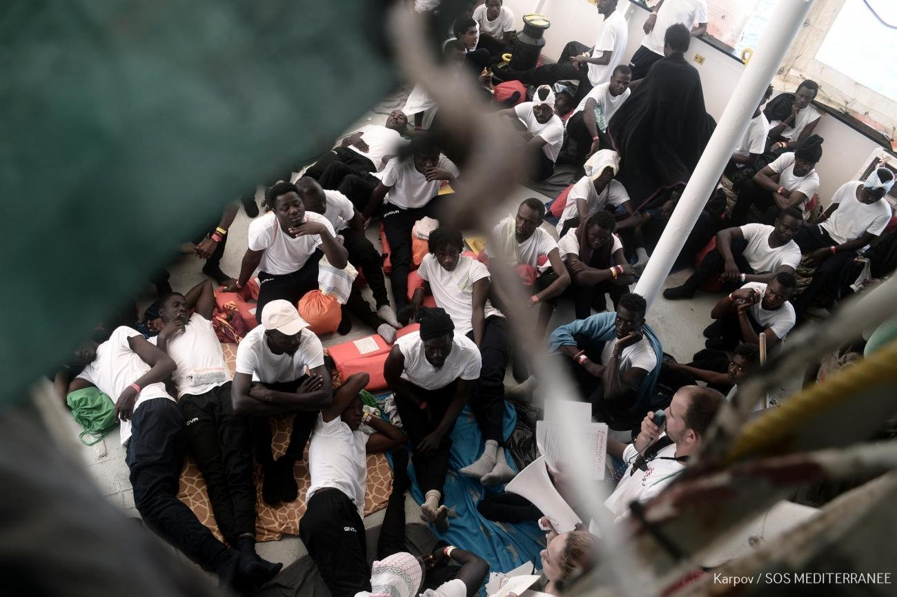 629 rescapés étaient présents à bord de l'Aquarius, navire de recherche et de sauvetage affrété par SOS MEDITERRANEE en partenariat avec Médecins Sans Frontières, avant le transfert de 523 d'entre eux vers des navires italiens. 10 juin 2018.