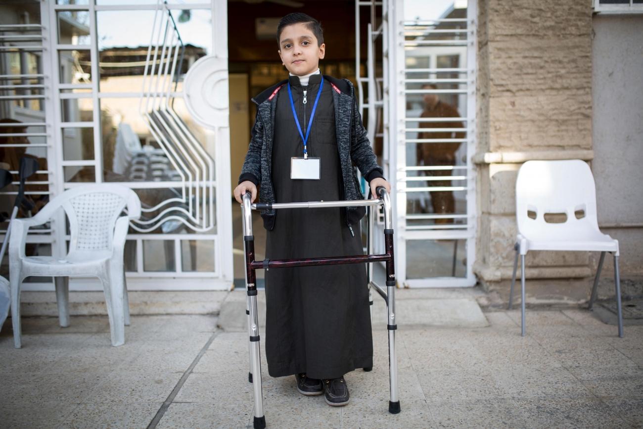 Un garçon de 9 ans, victime d'une explosion quatre ans auparavant. Il a étéadmis dans leCentre de rééducation médicale de Bagdad (BMRC). Irak. 2017.  © Florian SERIEX/MSF