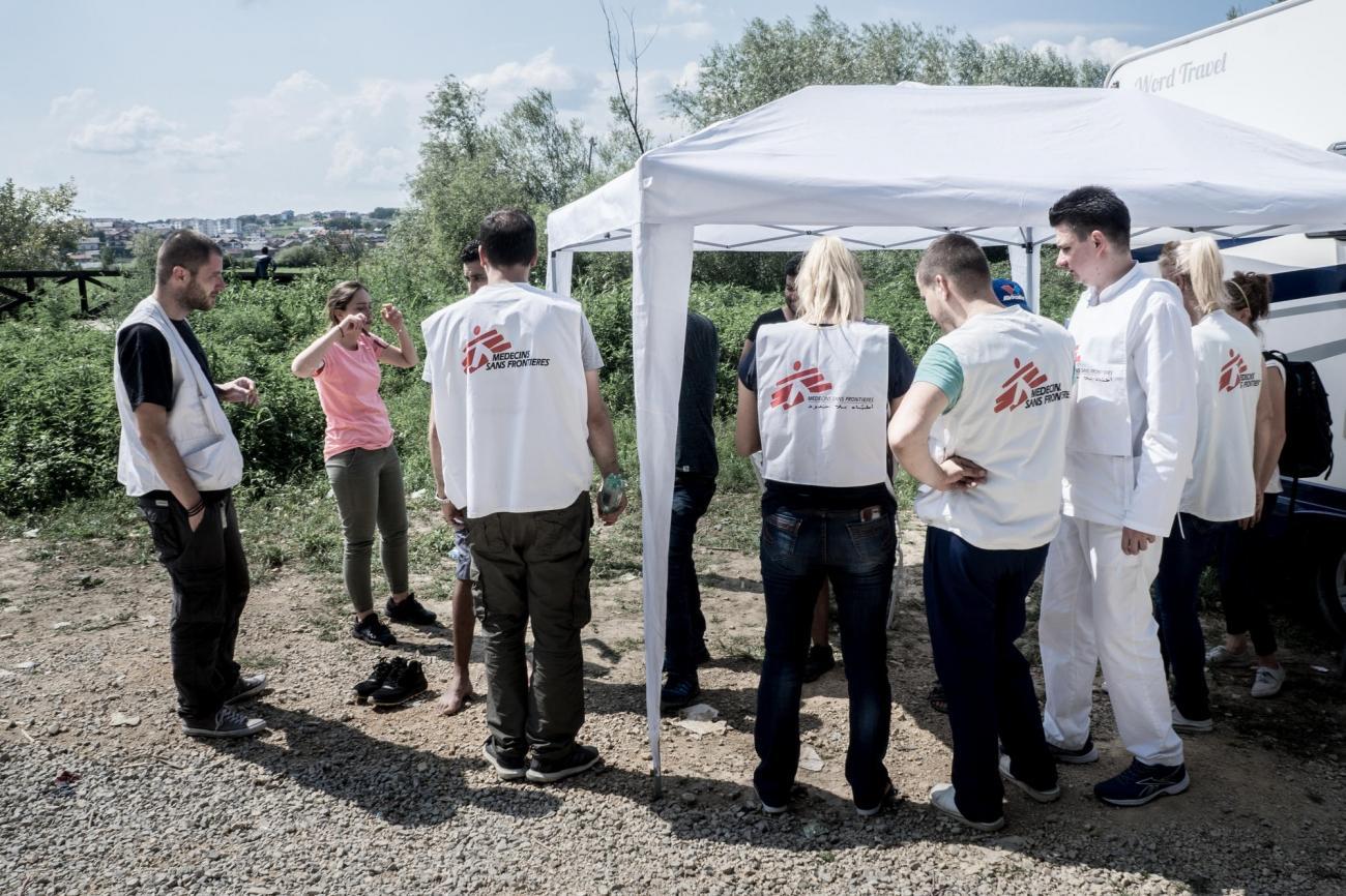 Les équipes de Médecins Sans Frontières lors de la visite d'un camp informel près deVelika Kladuša. Bosnie-Herzégovine. 2018.  © Kamila Stepien