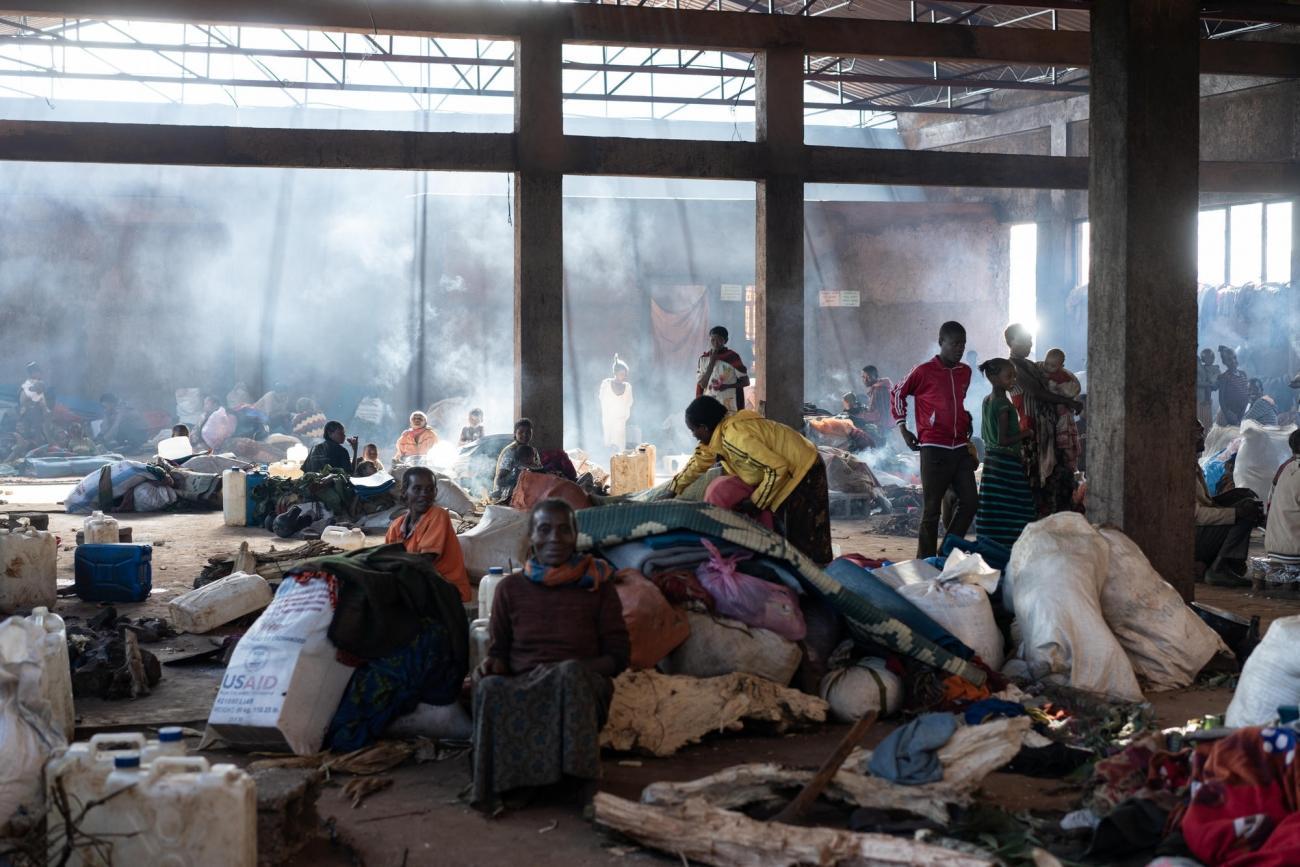 Vue de l'intérieur d'une école occupée par les personnes déplacées dans la région de Gedeb. L'accès à l'eau potable et aux services d'hygiène est extrêmement limité.Éthiopie. 2018.  © MSF/Gabriele François Casini