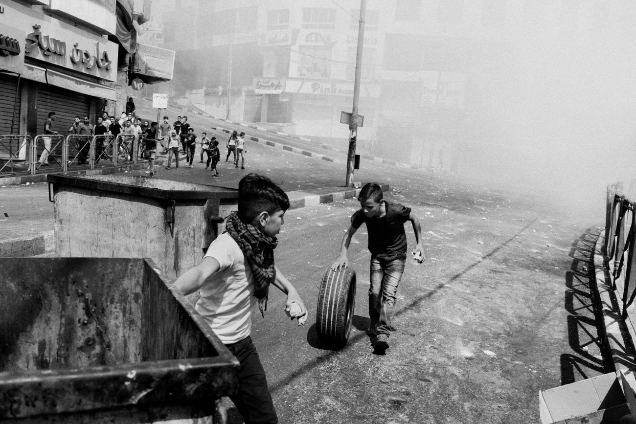 Dans une rue d'Hébron. Palestine. 2018.  © Moises Saman/Magnum Photos