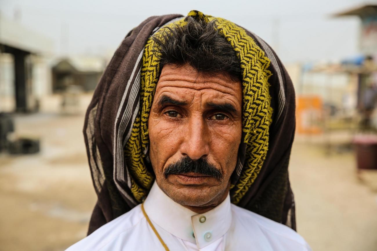 Hasnawi a 48 ans. Il a fui la maison qu'il habitait dans la ville de Falloujah il y a trois ans et vit dans un camp de personnes déplacées depuis. Il dit que son seul souhait avant de mourir serait de voir une Irak heureuse. Irak. 2018.  © Mohammad Ghannam/MSF