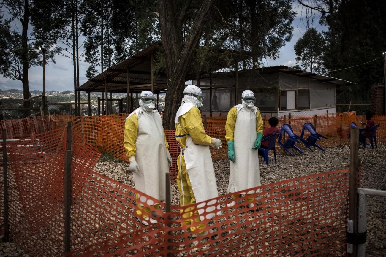 Des travailleurs de santé MSF dans le centre de traitement Ebola de Butembo. République démocratique du Congo. 2018.  © John Wessels