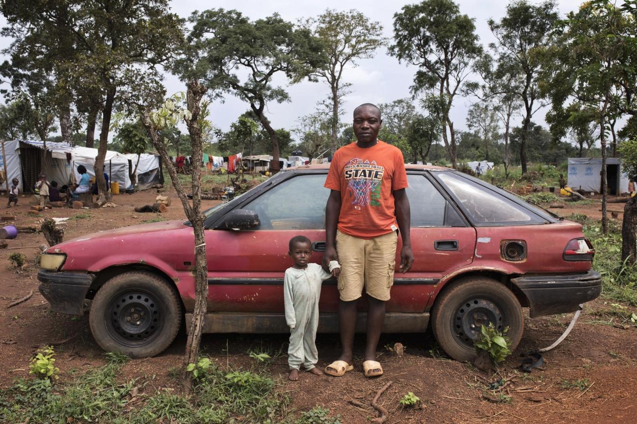 Gmoltee Bochum Boers et son fils Sema. Ils vivent dans le camp de réfugiés d'Adagom au Nigeria. 2018.  © Albert Masias