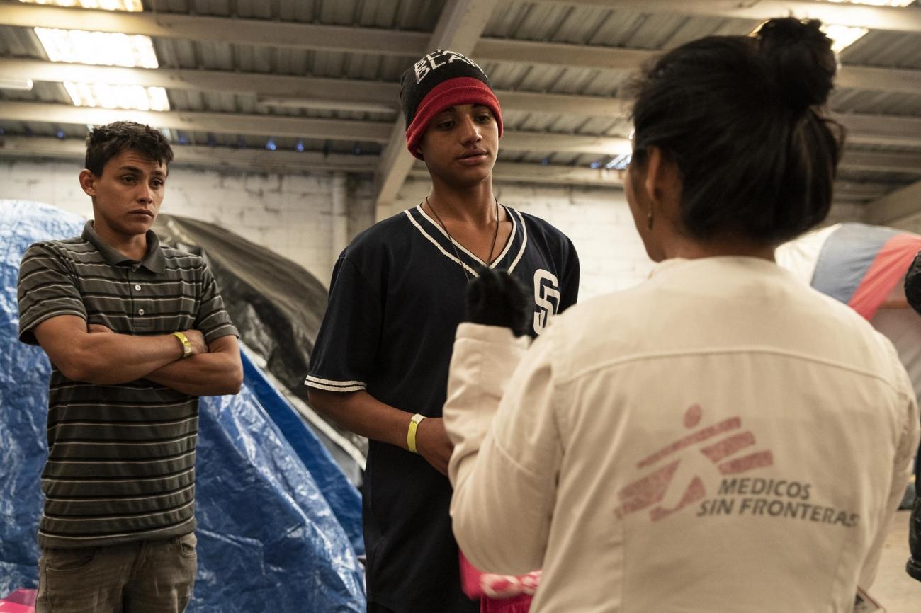 Les équipes de Médecins Sans Frontières prodiguent des soins médicaux et une prise en charge de santé mentale aux migrants installés à Tijuana. Mexique. 2018.  © Cristopher Rogel Blanquet/MSF