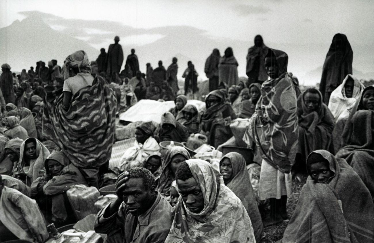 Les réfugiés rwandais hutus installés à Goma sont répartis dans trois camps :Kibumba, Katale et Mugumga. Les taux de mortalité dans ces camps sont très élevés en juillet 1994. Zaïre.  © Sebastiao Salgado