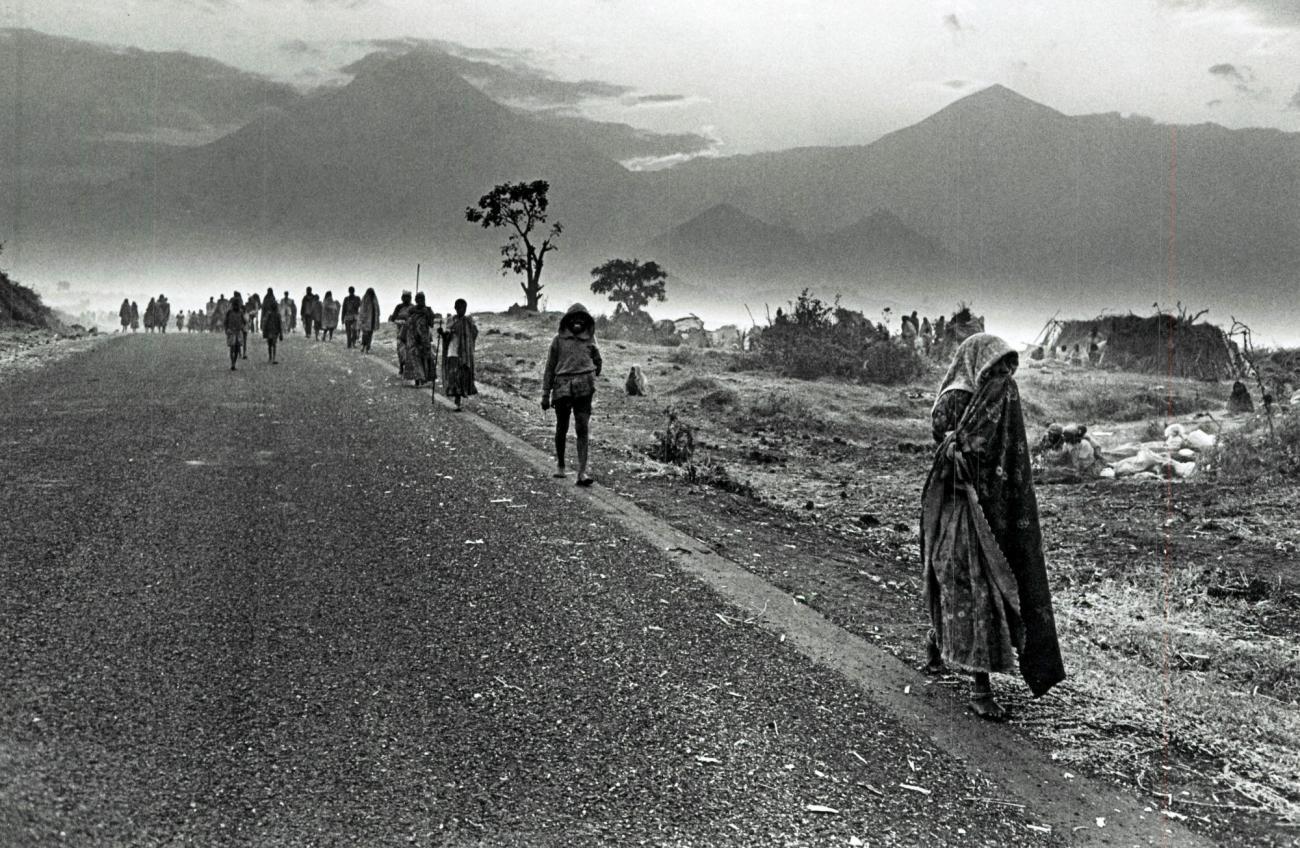 En juillet 1994, entre 600 000 et 1000 000 réfugiés rwandais arrivent dans et autourdes villes de Goma et Bukavu, dans les régions du Nord et du Sud-Kivu au Zaïre.  © Sebastiao Salgado