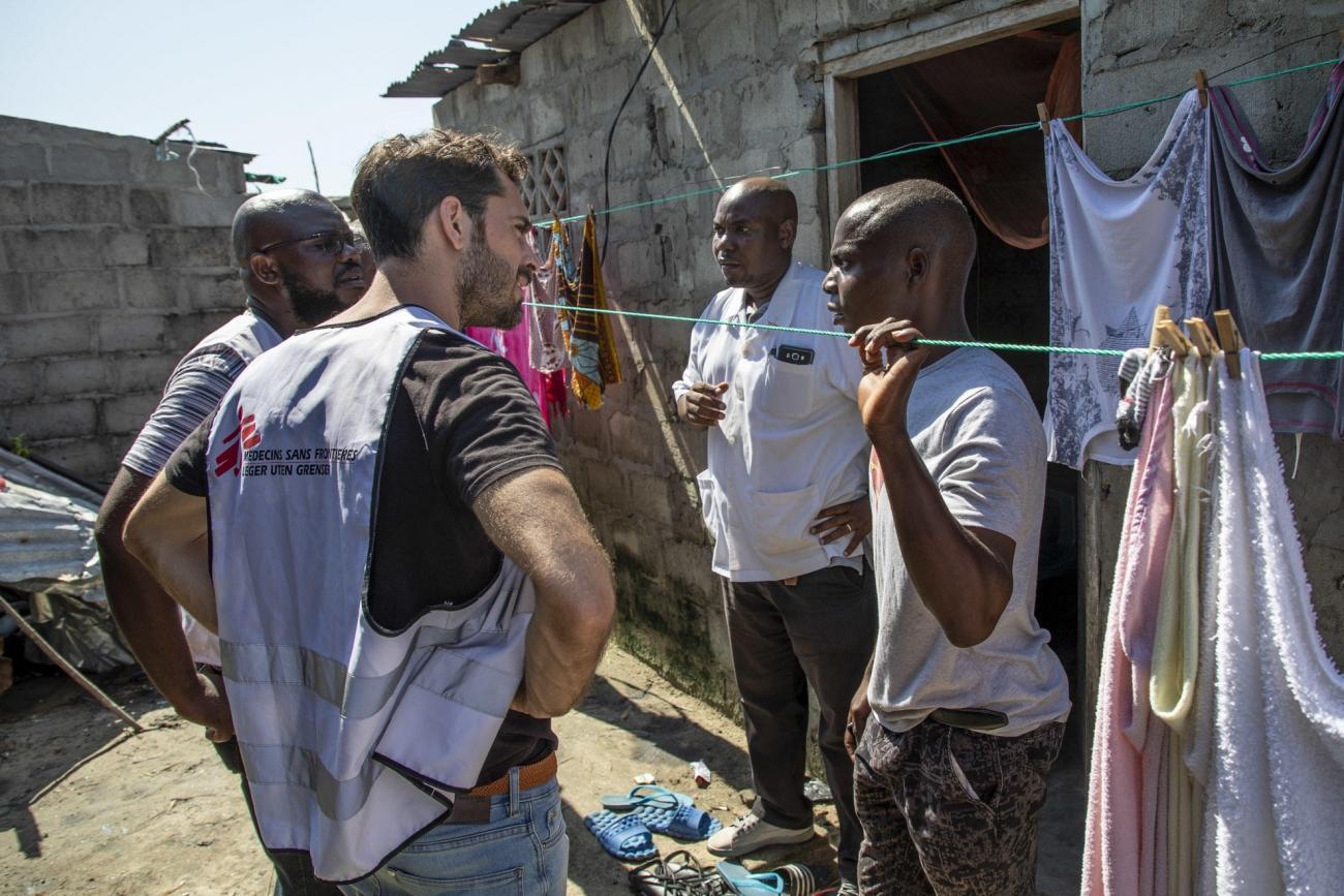 Des équipes MSF visitent les communautés de la ville de Beira pour évaluer les besoins des populations et proposer des soins médicaux. 2019. Mozambique.    © Pablo Garrigos/MSF