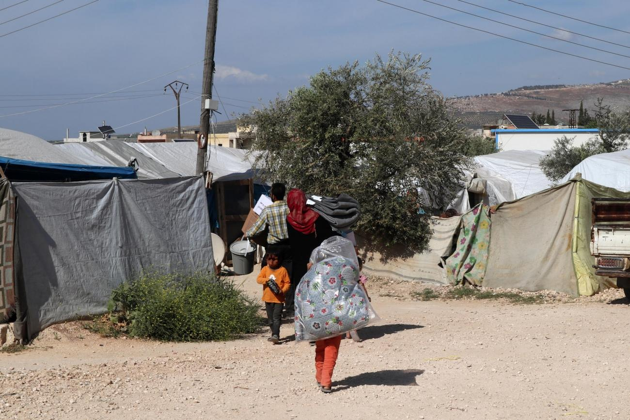 Distribution d'eau et de biens de première nécessité dans les camps du nord-ouest de la Syrie.  © MSF