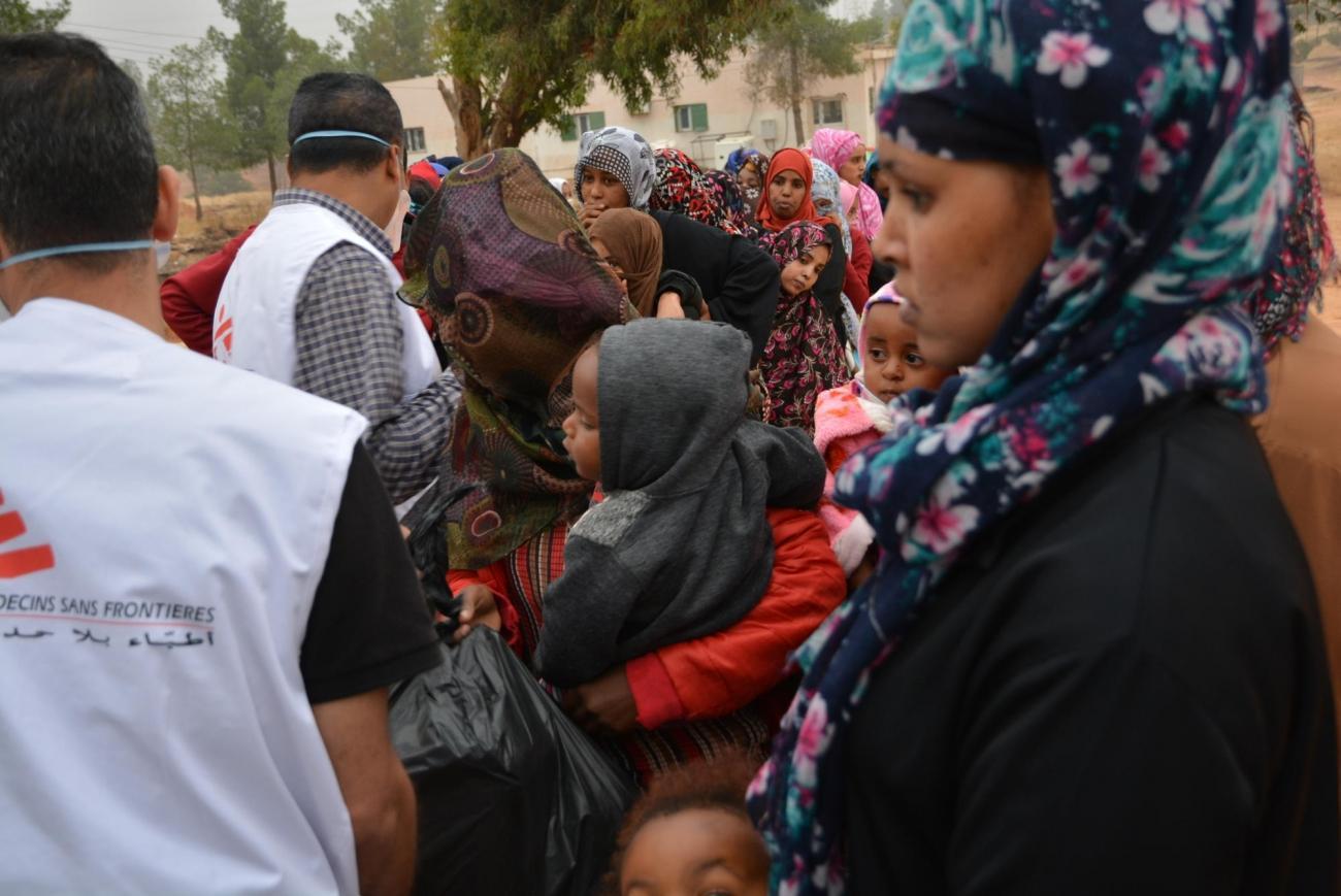 Distribution alimentaire,centre de détention de Zintan, Libye, juin 2019.  © Jérôme Tubiana/MSF