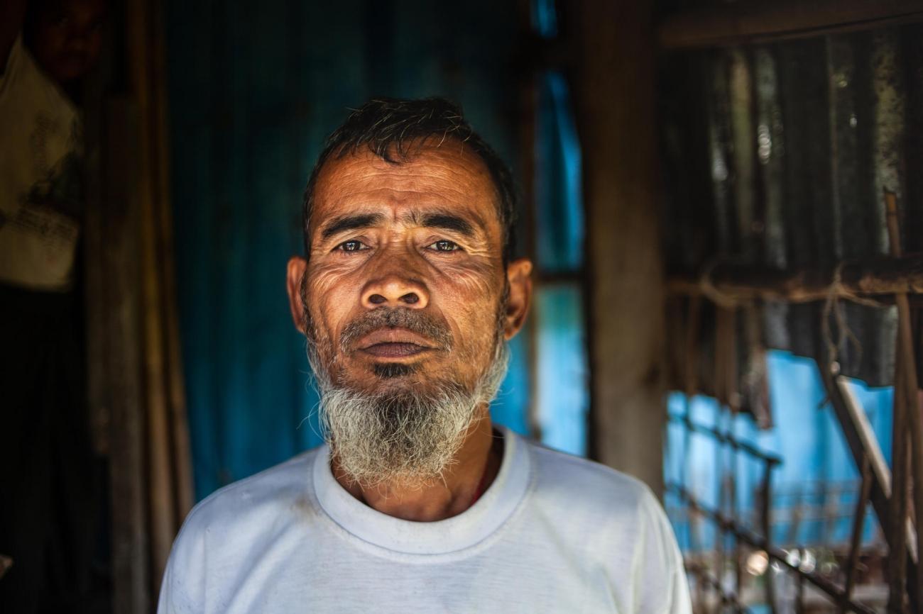 Portrait de Suleiman, àl'entrée de sa maison dans le village de Nget Chaung au Myanmar.  © Scott Hamilton/MSF