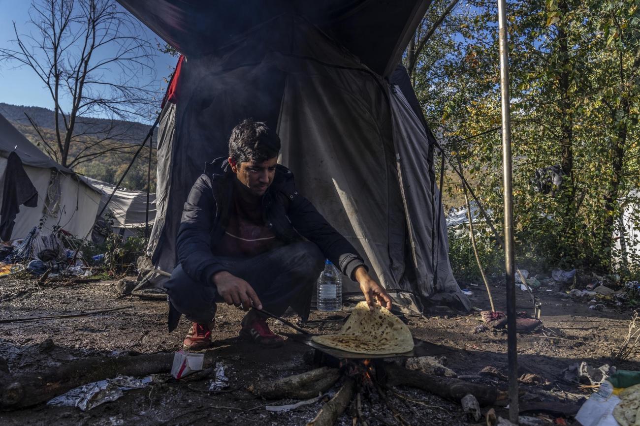 Un millier de personnes vit dans le camp deVucjak, à la frontière croate,dans des conditions inhumaines.  © Anna Pantelia/MSF