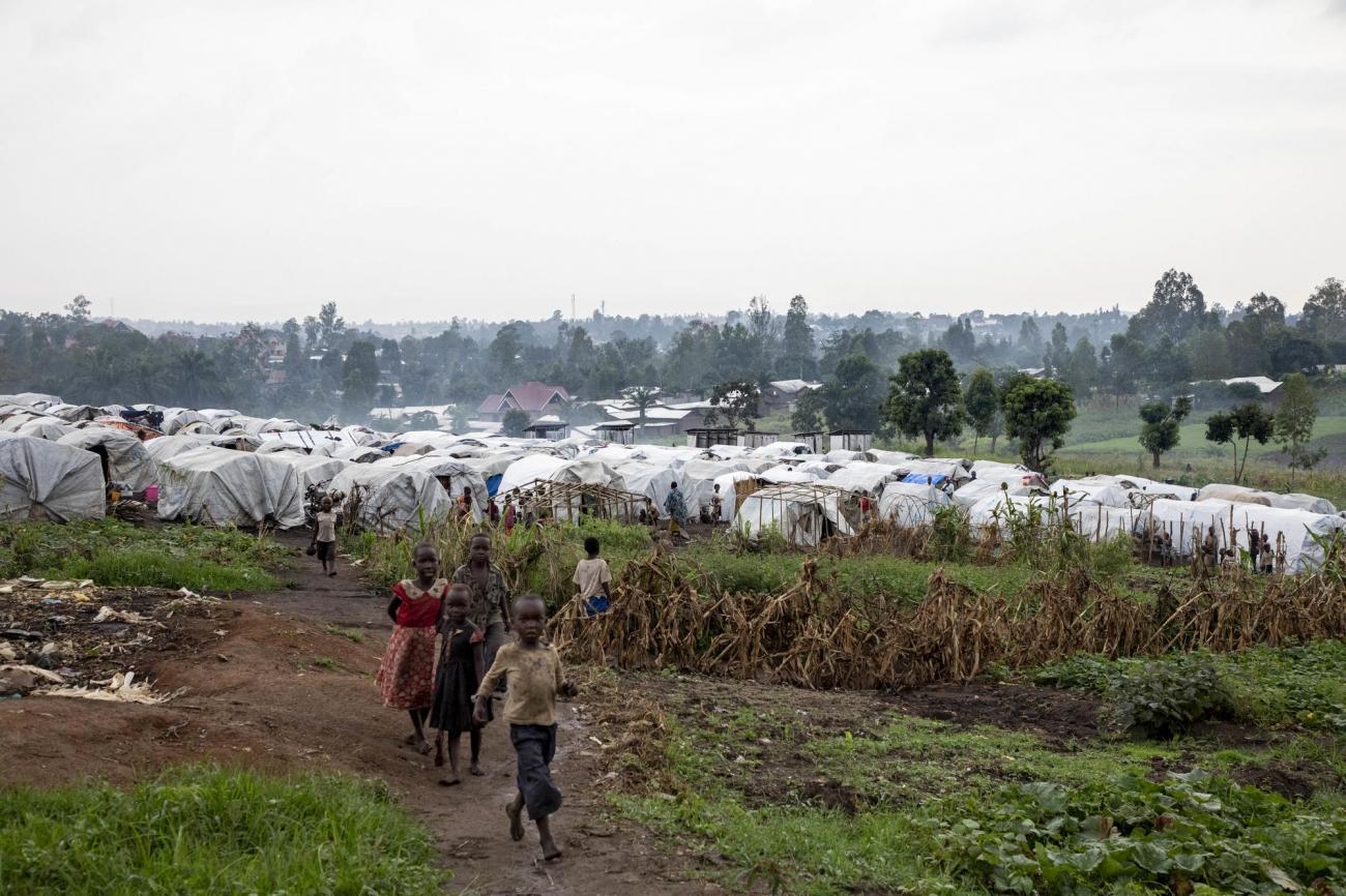 Camp pour personnes déplacées à côté de l'Hôpital Général de Bunia, province d'Ituri, République démocratique du Congo. De nombreux cas de rougeole y sont recensés.  © Pablo Garrigos/MSF