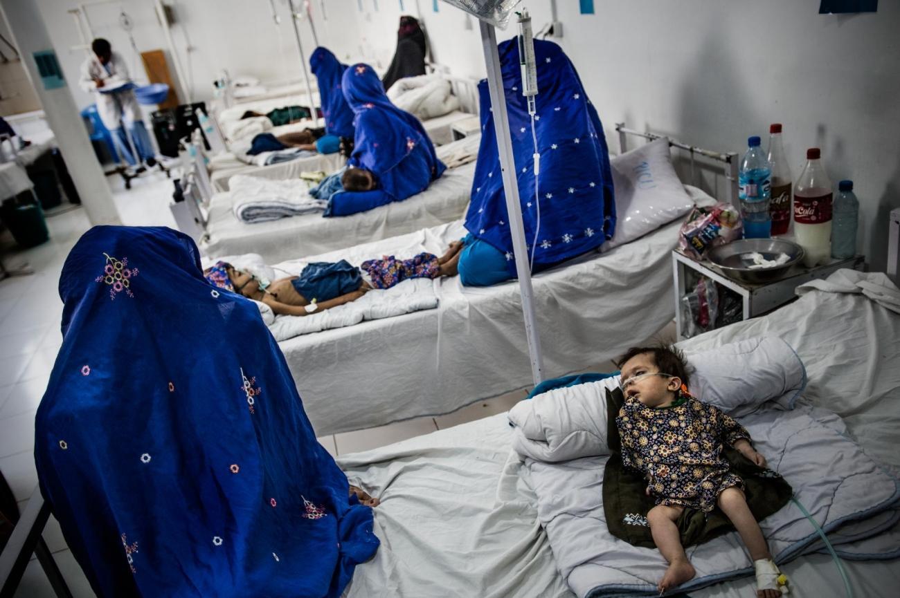 L'unité de soins intensifs pédiatriques. L'hôpital Boost est géré par MSF en partenariat avec le ministère de la Santé publique.  © Kadir Van Lohuizen/Noor