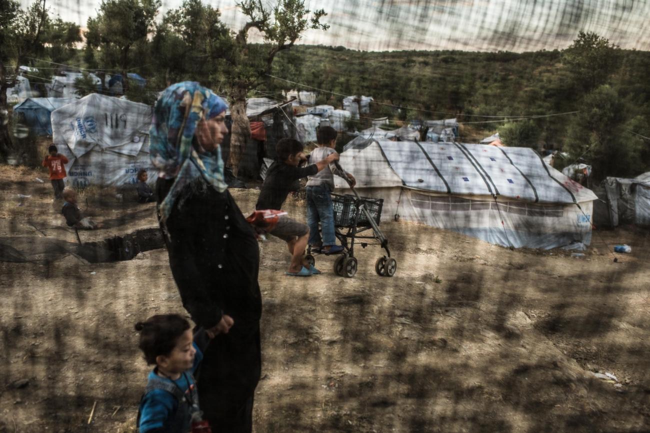 Des réfugiés dans le camp de Moria, à Lesbos, Grèce, mai 2018.  © Robin Hammond/Witness Change