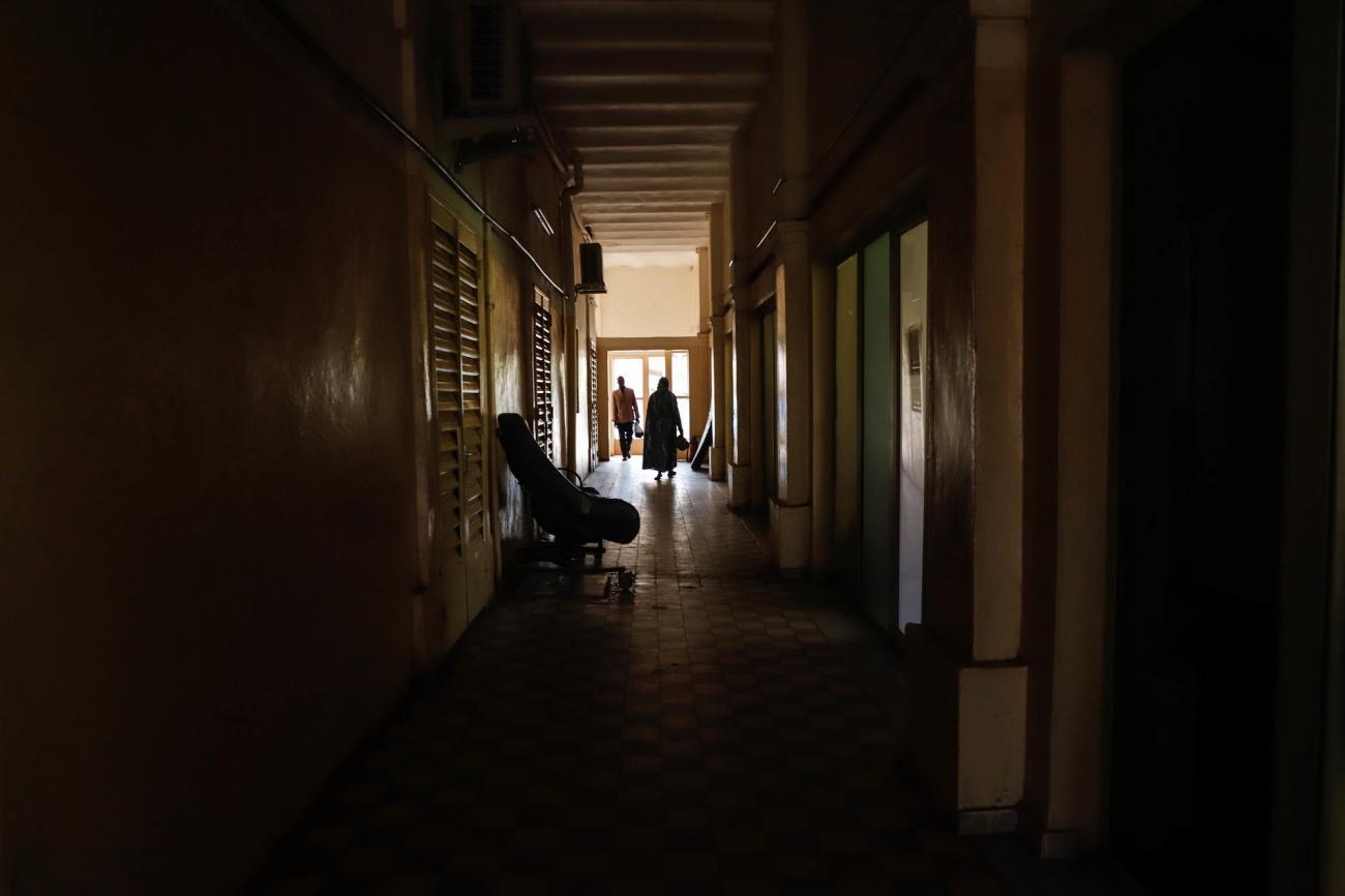 Dans les couloirs du service oncologie de l'Hôpital Universitaire du Point G deBamako, soutenu par MSF, le 30 janvier 2020.  © Paul Lorgerie