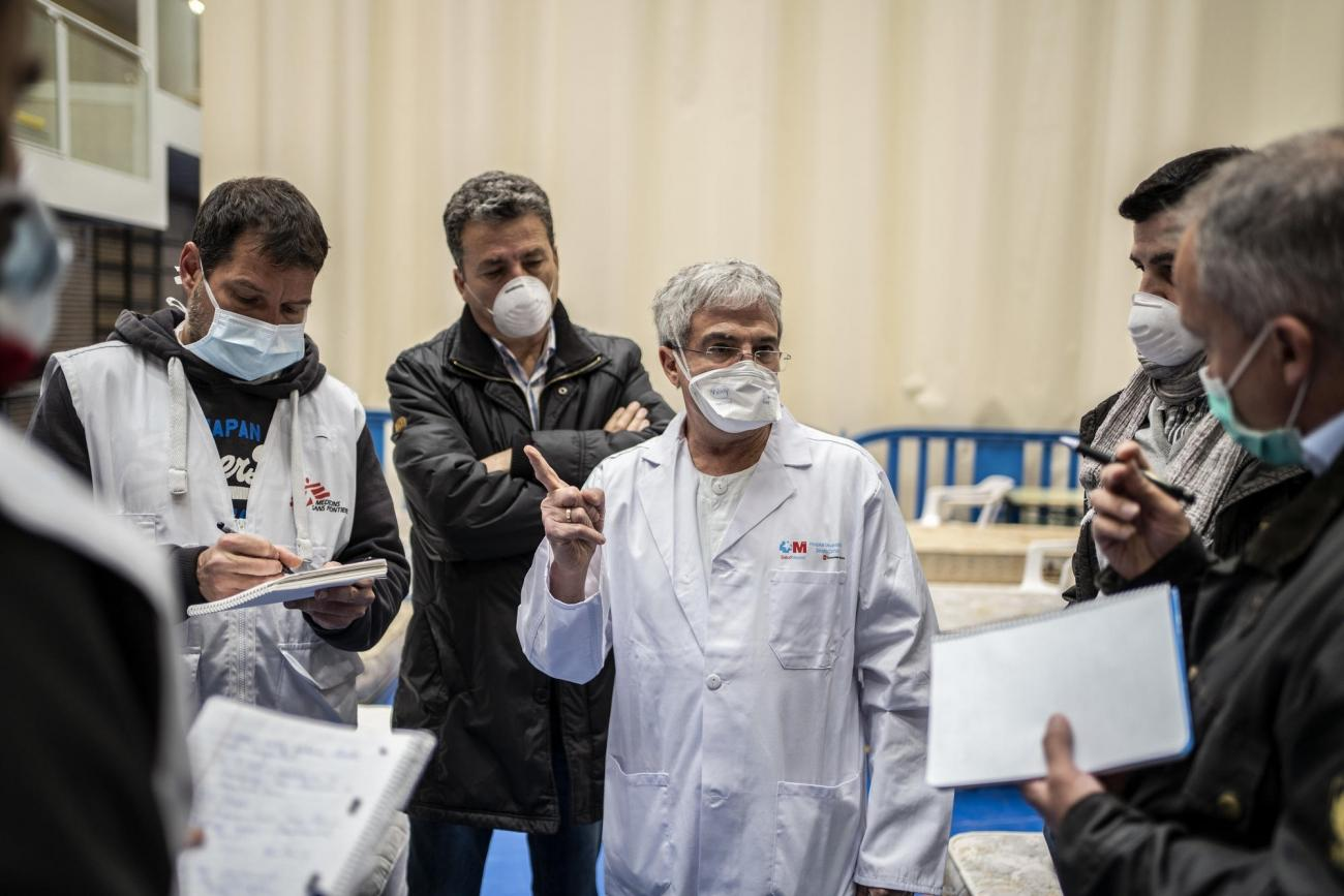 Une équipe MSF met en place un hôpital temporaire près de Leganes, pour prendre en charger les patients atteints par le coronavirus. Foto: Olmo Calvo /MSF  © Olmo Calvo