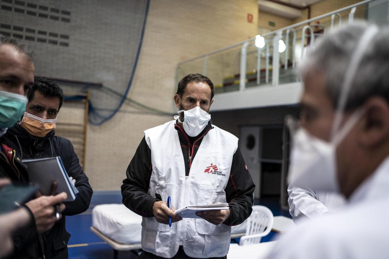 Une équipe MSF est en train d'installer un hôpital temporaire à Leganes, en Espagne.  © Olmo Calvo/MSF
