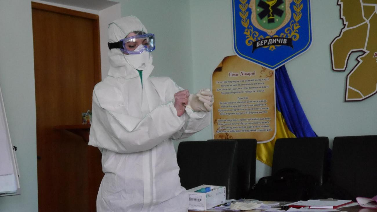 MSF a mis en place des formations à destination du personnel de santé ukrainien pour une prise en charge adaptée des malades atteints du Covid-19.  © Damaris Giuliana/MSF