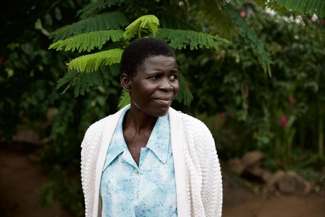 Après un certain temps au service d'oncologie de l'hôpital Queen Elizabeth, Elida Howa a été transférée àMSF pour recevoir des soins palliatifs à domicile. Quatre mois plus tardElida était éligible à la chirurgie curative. « J'avais peur de la chirurgie », dit-elle, « mais je savais aussi que cela pourrait me sauver. Je suis contente de l'avoir fait. » Elida est désormais guérie.  © Francesco Segoni/MSF