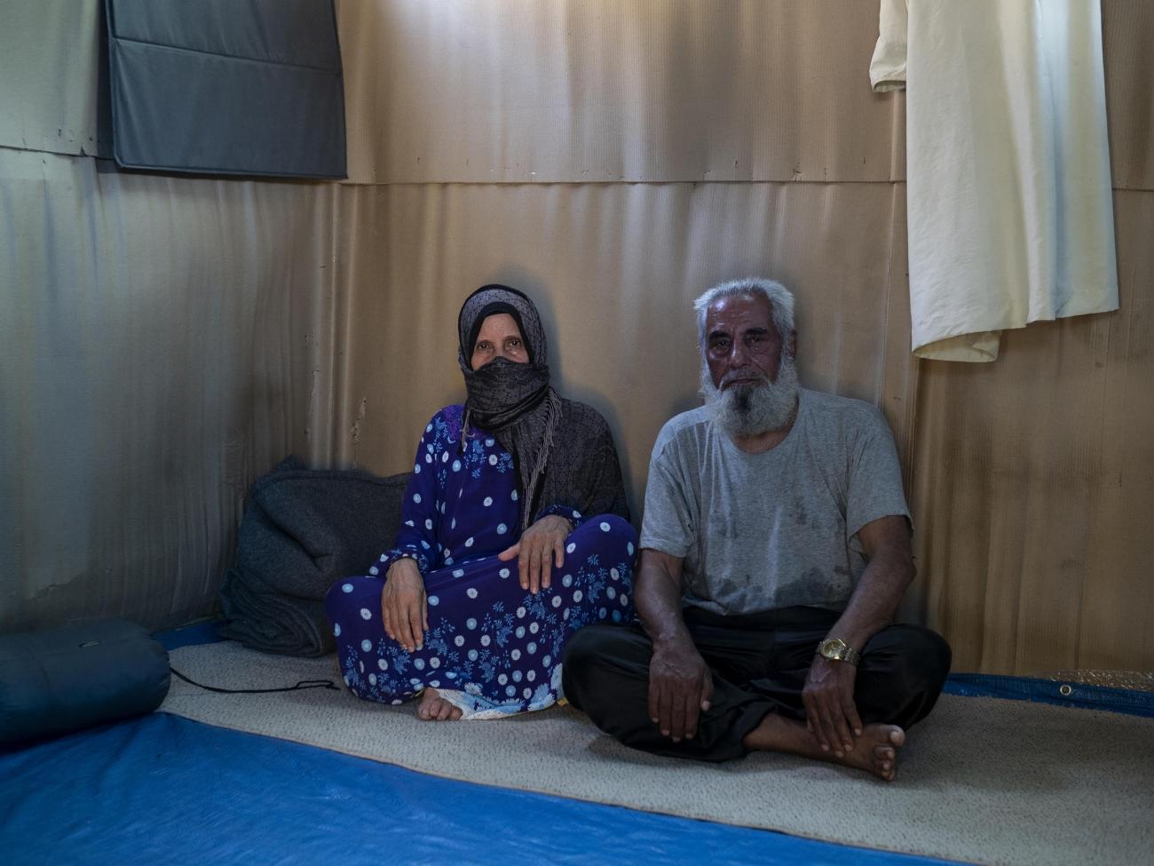 Darwish et Aysha ont respectivement 74 et 68 ans. Camp de Vathy, île de Samos, juillet 2020.  © Enri Canaj / Magnum Photos pour MSF