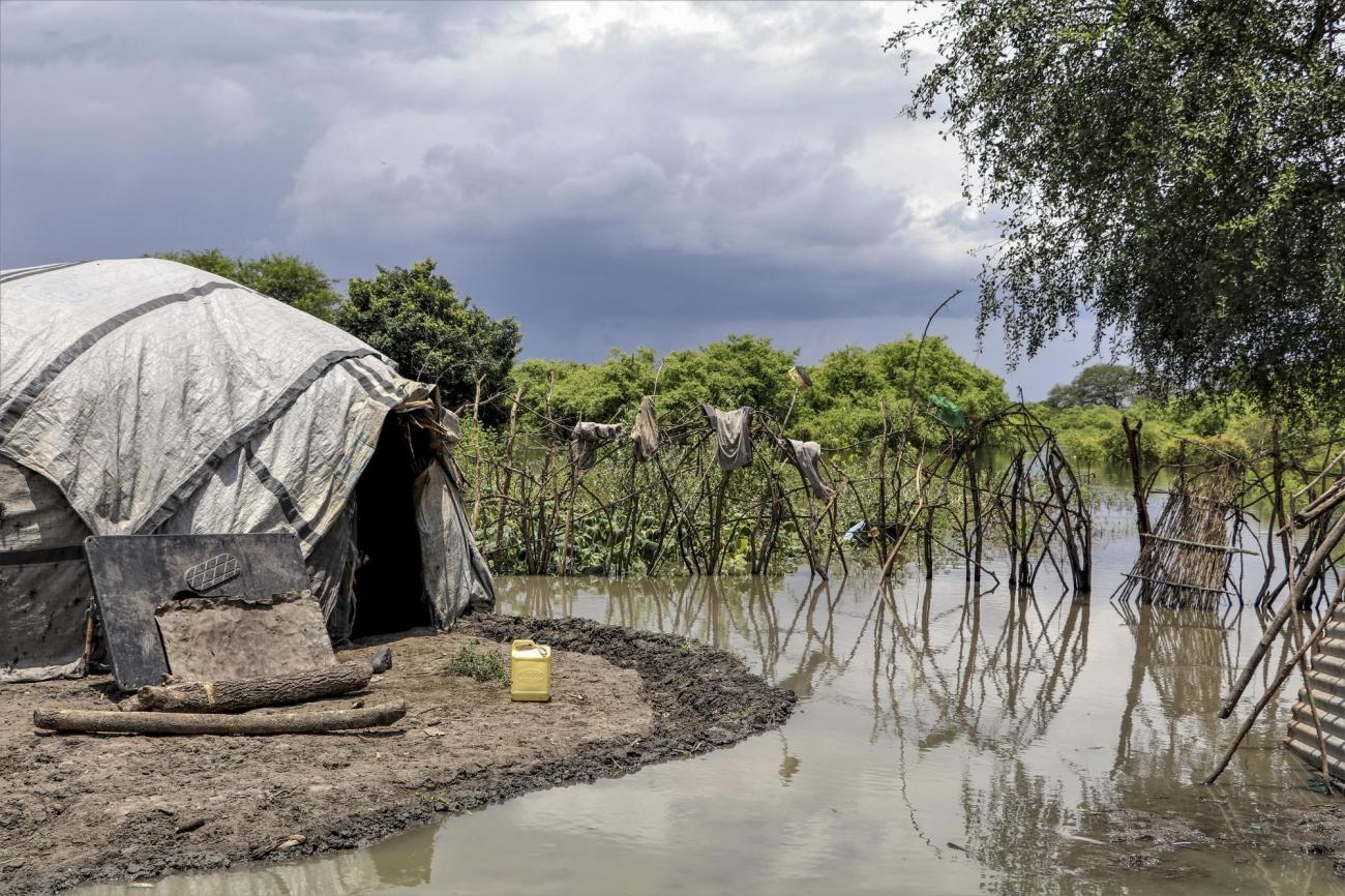 Une maison inondée à Lanyeri payam. Une clinique mobile MSF apporte des soins médicauxdans les zones rendues inaccessibles suite auxinondations.10 septembre 2020.  © Tetiana Gaviuk/MSF