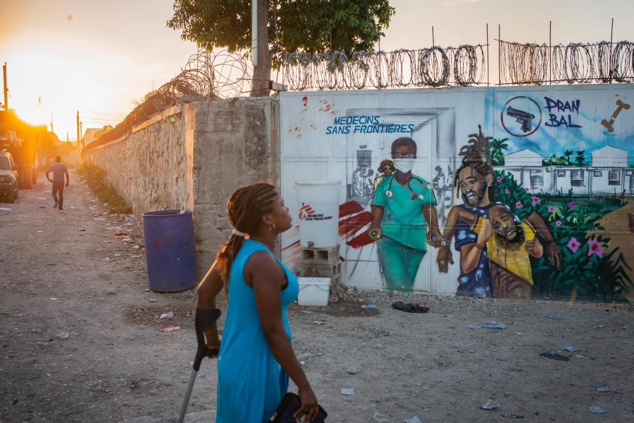 Entrée de l'hôpital de traumatologie de MSF à Tabarre.  © Guillaume Binet/MYOP