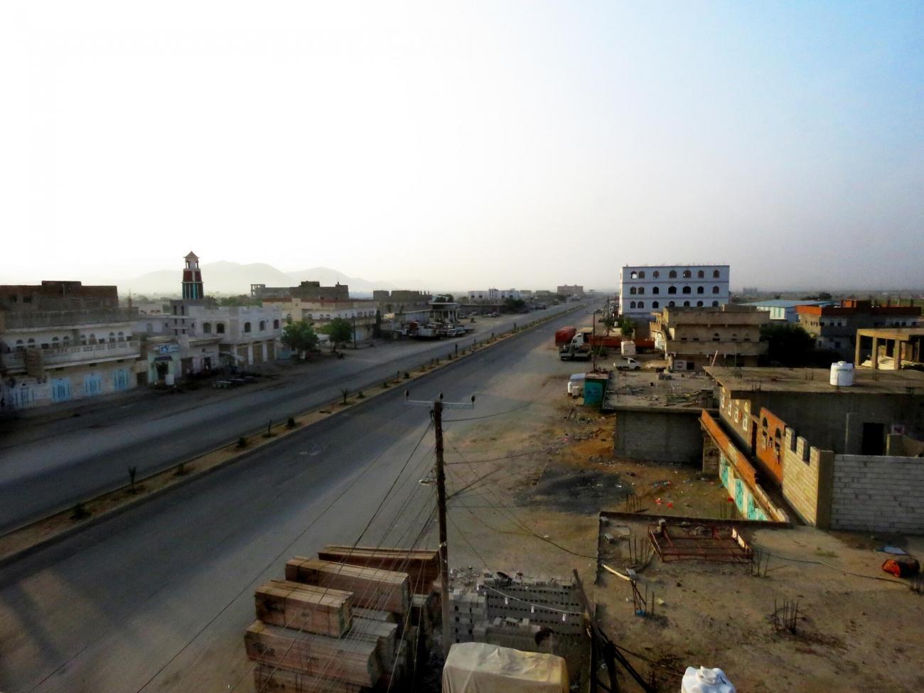 Vue de la route principale d'Abs. Yémen. 2020.  © Pau Miranda/MSF