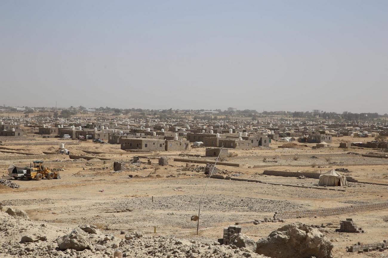 Le camp de déplacés d'Al Noor est l'un des plus importants de Marib. MSF y fournit des soins de santé primaire deux fois par semaine, grâce à sa clinique mobile. Marib, mars 2021.  © Nuha Haider/MSF