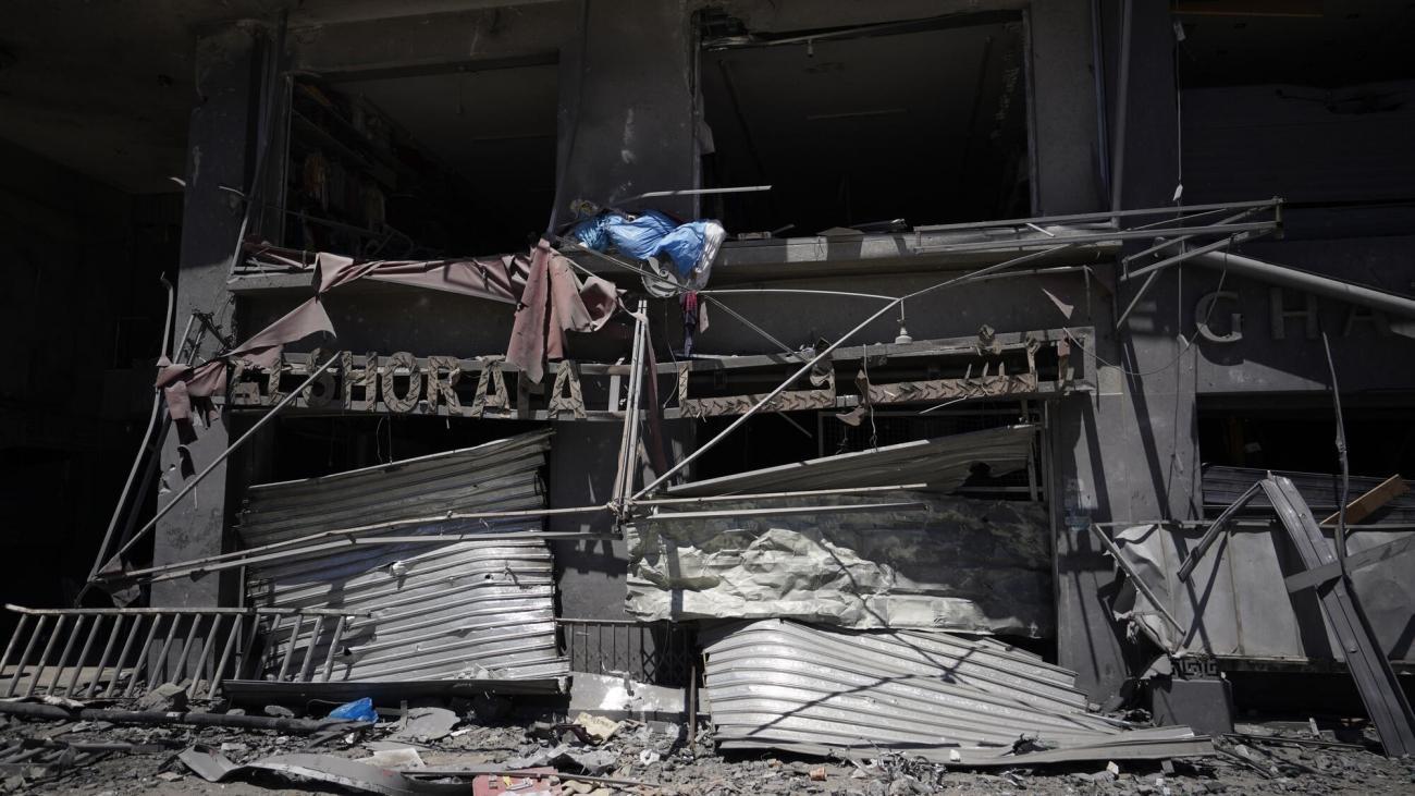 Un magasin détruit après une frappe aérienne dans l'une des rues de Gaza City. Mai 2021, Gaza.  © MSF