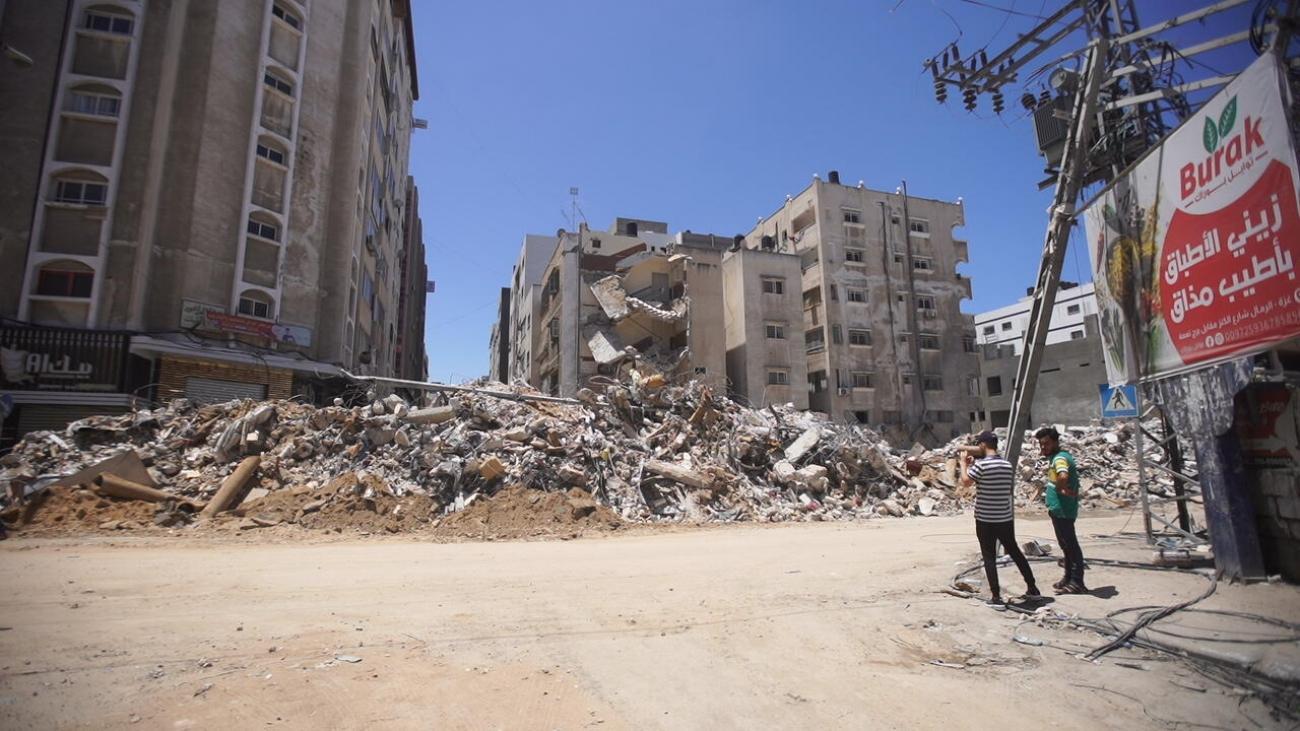 Les décombres d'un bâtiment effondré à Gaza City, après son bombardement. Mai 2021, Gaza.  © MSF