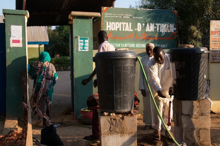 Durant les cinq derniers mois, MSF a reçu plus de 800 patients présentant un symptôme de jaunisse aiguë (ou ictère). 68 de ces personnes ont été dépistés positives au virus de l'hépatite E (VHE) et 61 d'entre elles ont dû être hospitalisées. Onze personnes sont décédées, dont quatre femmes enceintes.  © Abdoulaye Barry