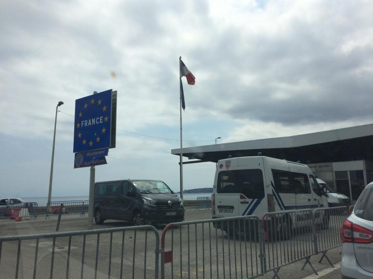 Le poste-frontière de Menton, infranchissable pour les demandeurs d'asile. France. 2018.  © Lisa Veran/MSF