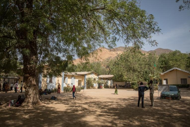 Cour de l'Hôpital régional de Maroua.  © Pierre-Yves Bernard / MSF