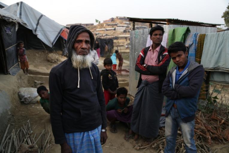 Ali Ahmed est un réfugié rohingya âgé de 80 ans vivant dans le camp de fortune de Jamtoli.  © Anna Surinyach/MSF