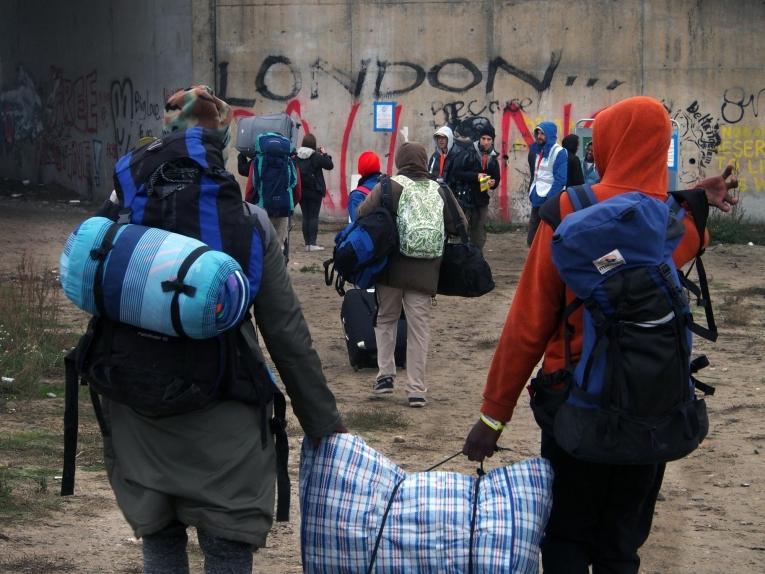 À Calais, les équipes MSF ont dispensé plus de 8 400 consultations entre novembre 2015 et février 2016.  Démantèlement de la « Jungle », octobre 2016.  © Samuel Hanryon/MSF