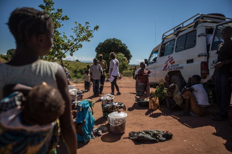 Les équipes de Médecins Sans Frontières se rendent au campde Kalonda, dans la région de Kalemie au Tanganyika. République démocratique du Congo.Mai 2017.  © Lena Mucha