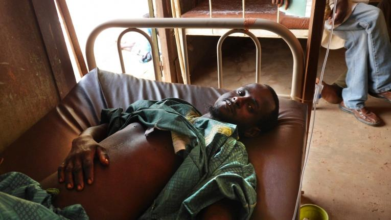 Adamu a reçu six balles alors qu'il se rendait à Ippy pour vendre son bétail avec d'autres personnes.  © Lali Cambra/MSF