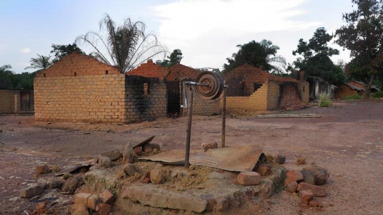 Les puits ont dû être fermés pour éviter que l'on y jette des cadavres.  © Lali Cambra/MSF