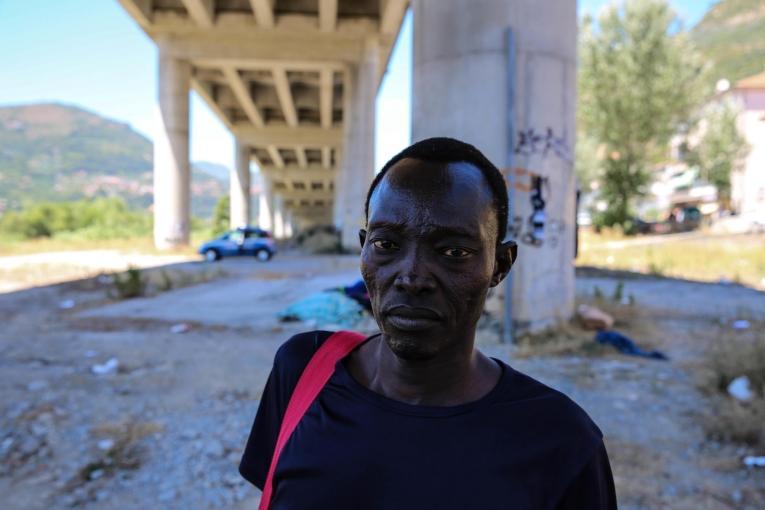 Djibril (Soudan) a survécu à un enlèvement en Libye et à un voyage dangereux en mer pour rejoindre l'Italie. Il vit maintenant sous un pont.  © Mohammad Ghannam/MSF